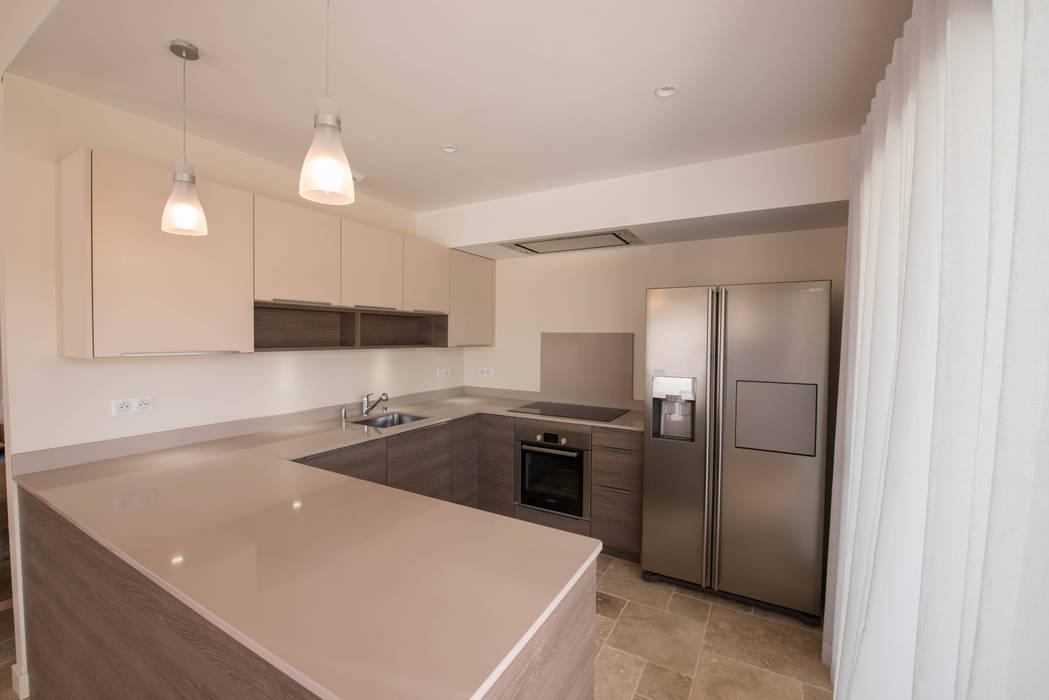 Durantié: modern Kitchen by Greengage Interiors