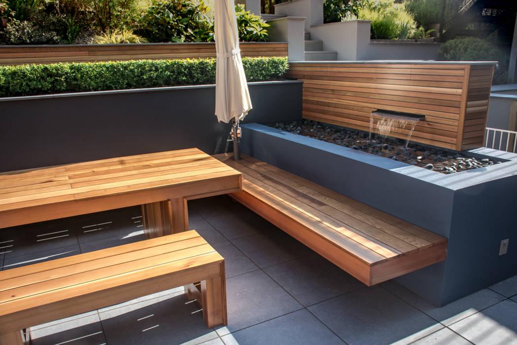 Water feature:  Garden by Robert Hughes Garden Design