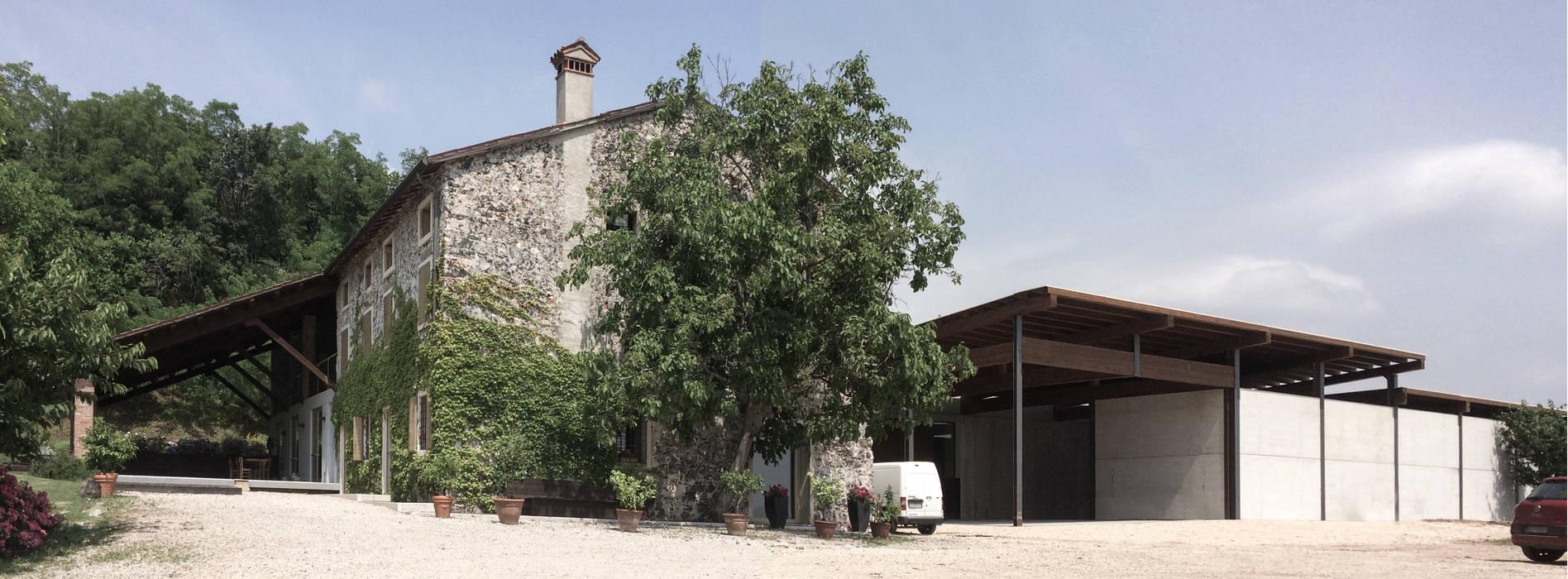 Wine cellar by Moro Progetti,