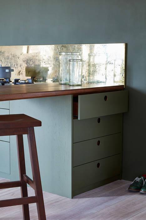 Ladbroke: minimalistic Kitchen by NAKED Kitchens