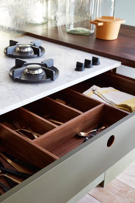 Ladbroke:  Kitchen by NAKED Kitchens