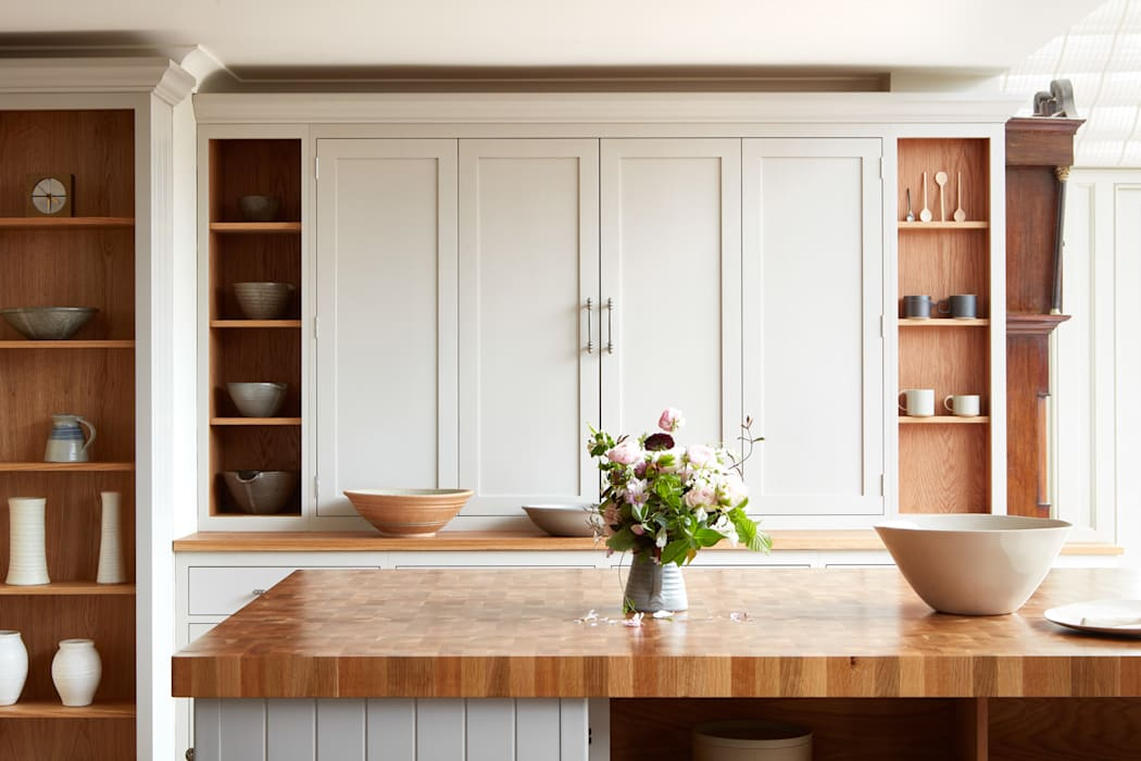 Cley: country Kitchen by NAKED Kitchens