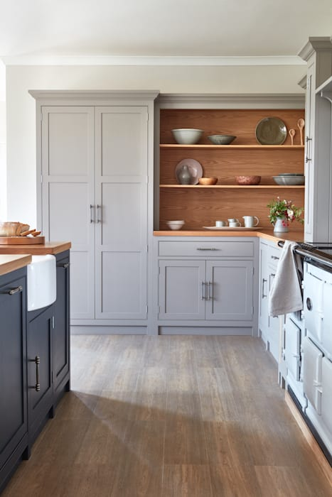 Raynham: country Kitchen by NAKED Kitchens