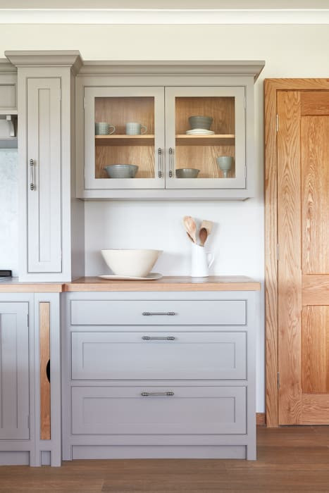 Raynham : country Kitchen by NAKED Kitchens