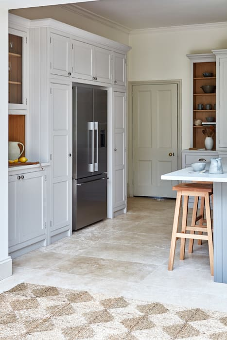 Norfolk Vicarage: country Kitchen by NAKED Kitchens