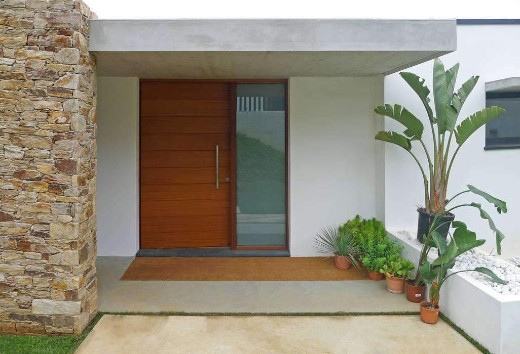 pintu depan oleh AD+ arquitectura, Modern Kayu Wood effect