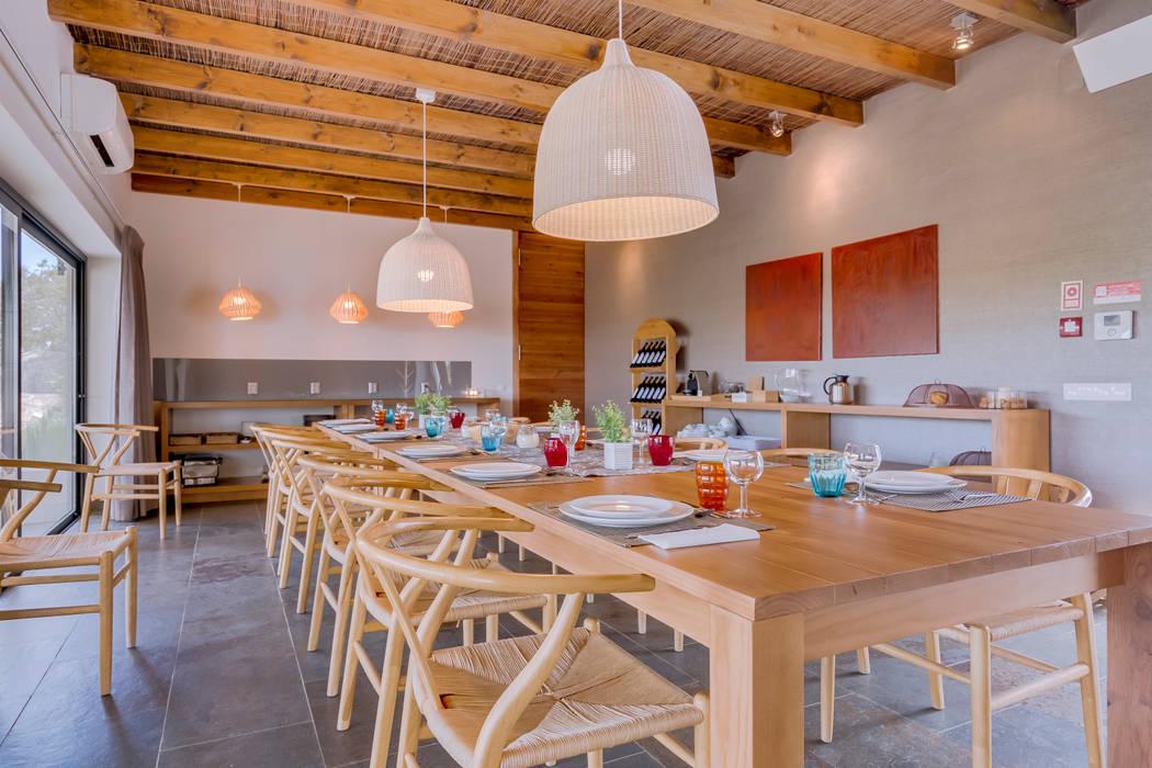 Salle à manger de style  par Ivo Santos Multimédia, Rural