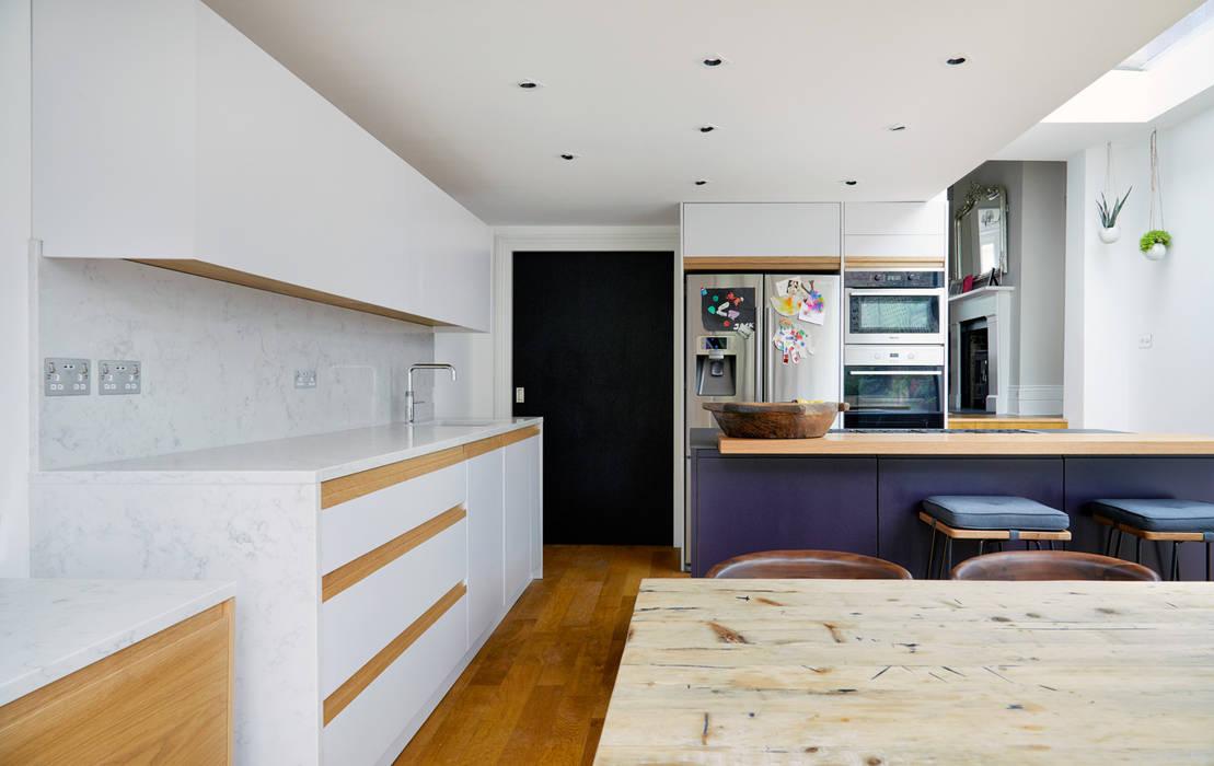 Highbury Kitchen: modern Kitchen by NAKED Kitchens