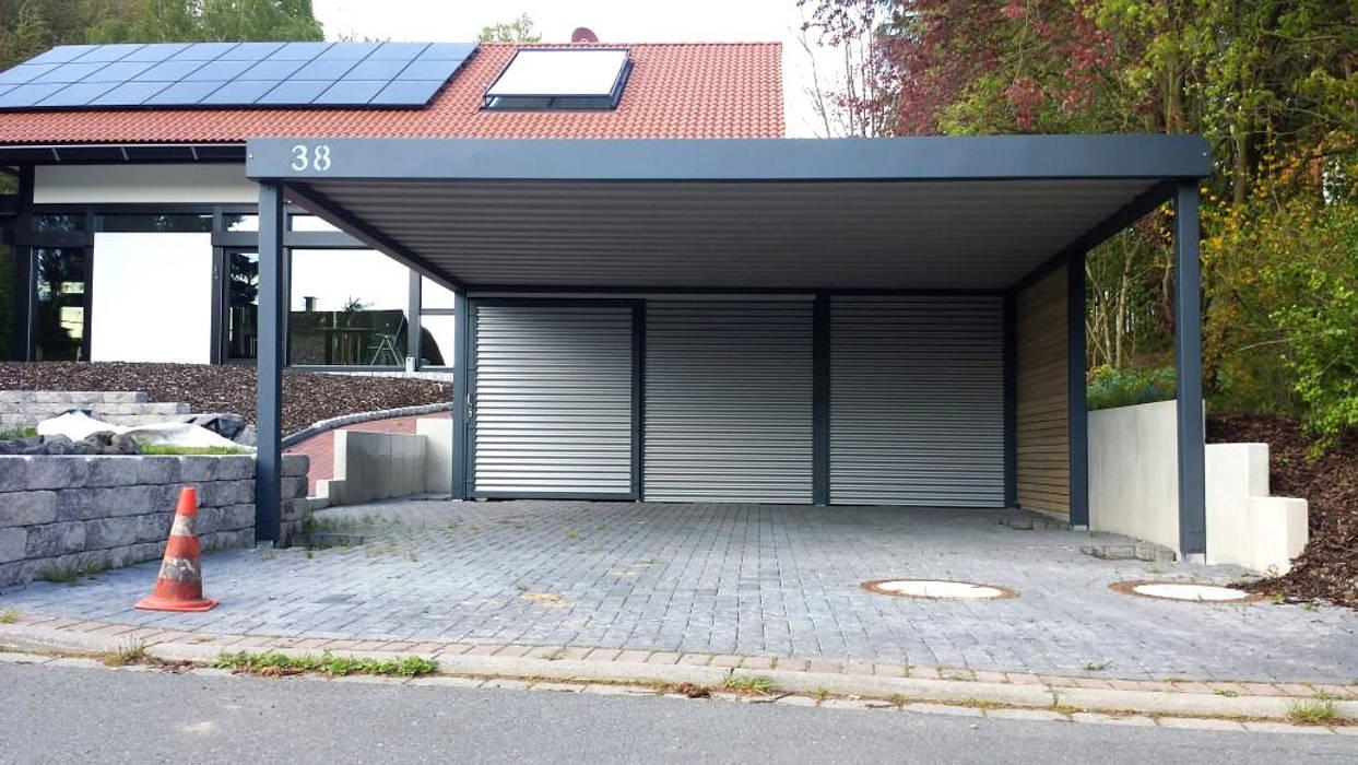 โรงจอดรถ โดย Carport-Schmiede GmbH & Co. KG - Hersteller für Metallcarports und Stahlcarports,