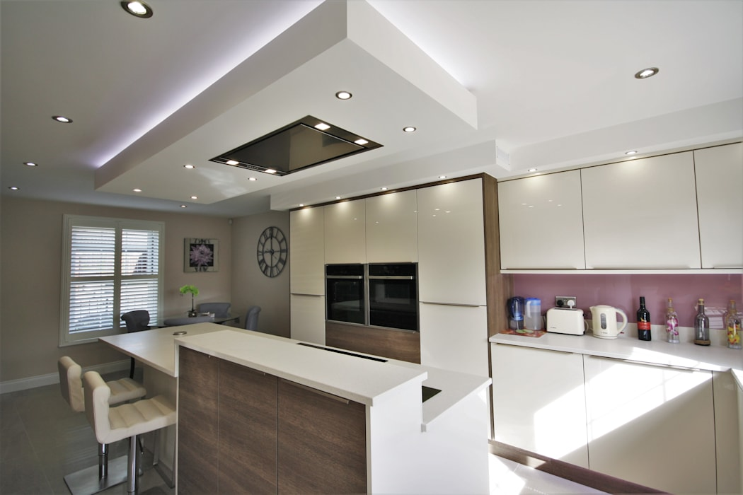 Stunning Modern Kitchen diner:  Built-in kitchens by Kitchencraft