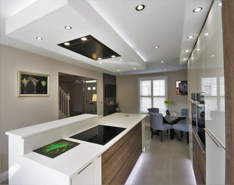 Stunning Modern Kitchen diner:  Built-in kitchens by Kitchencraft