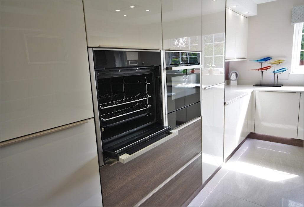 Built in Neff appliances:  Built-in kitchens by Kitchencraft