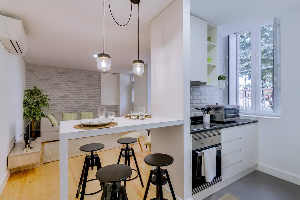Apartamentos Alfama / Lisboa - Apartments in Alfama / Lisbon: Cozinhas  por Ivo Santos Multimédia,