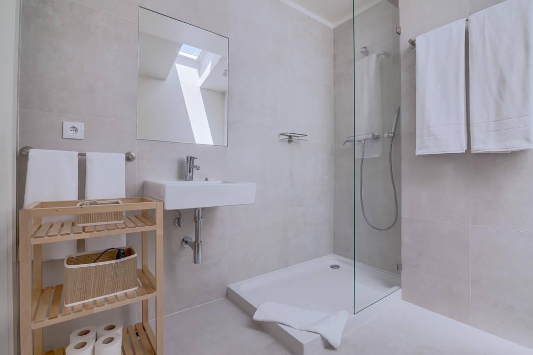 Apartamentos Salitre Lisboa - Apartments Salitre Lisbon: Casas de banho  por Ivo Santos Multimédia