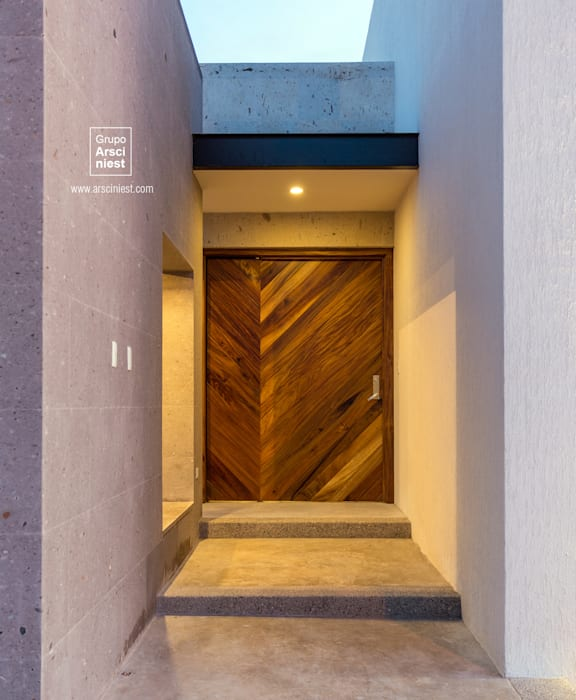 Casa Valle Verde Puertas de estilo minimalista de Grupo Arsciniest Minimalista Madera maciza Multicolor