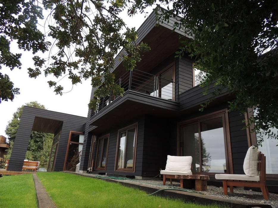 casa en Lago Calafquen Chile: Casas de estilo  por David y Letelier Estudio de Arquitectura Ltda.,