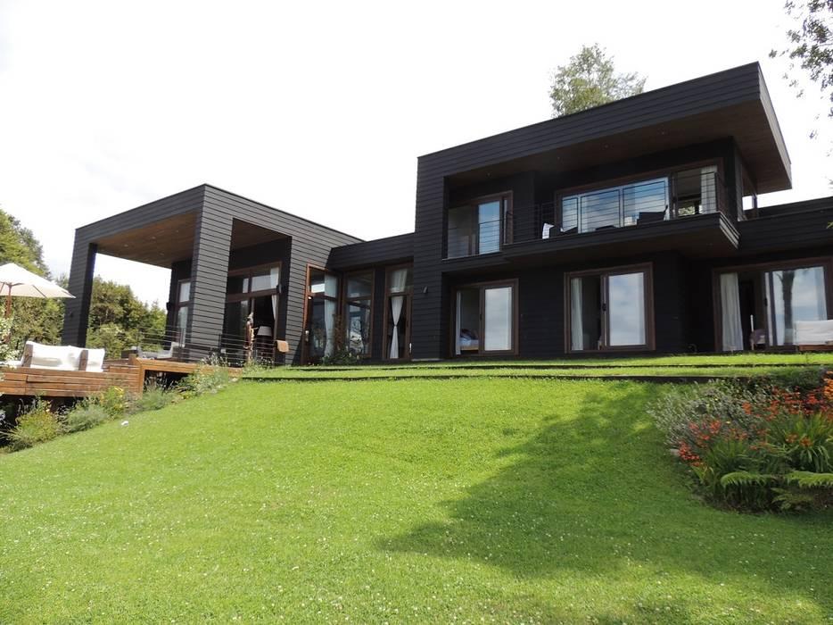 casa en Lago Calafquen Chile: Casas de estilo  por David y Letelier Estudio de Arquitectura Ltda., Moderno