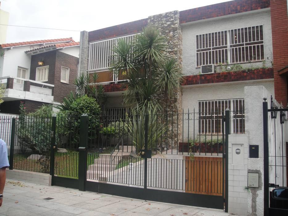 Fachada original. Situación antes de la ampliación.: Casas unifamiliares de estilo  por NG Estudio