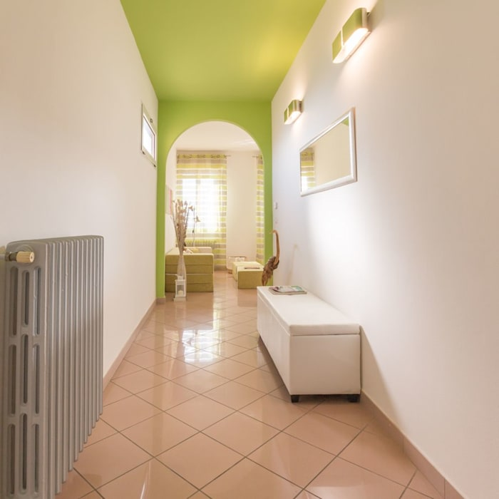Corridor & hallway by Anna Leone Architetto Home Stager