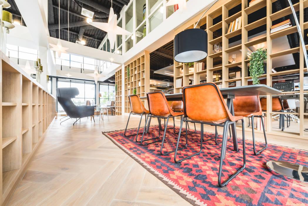 HNK Den Bosch:  Kantoorgebouwen door You surround You