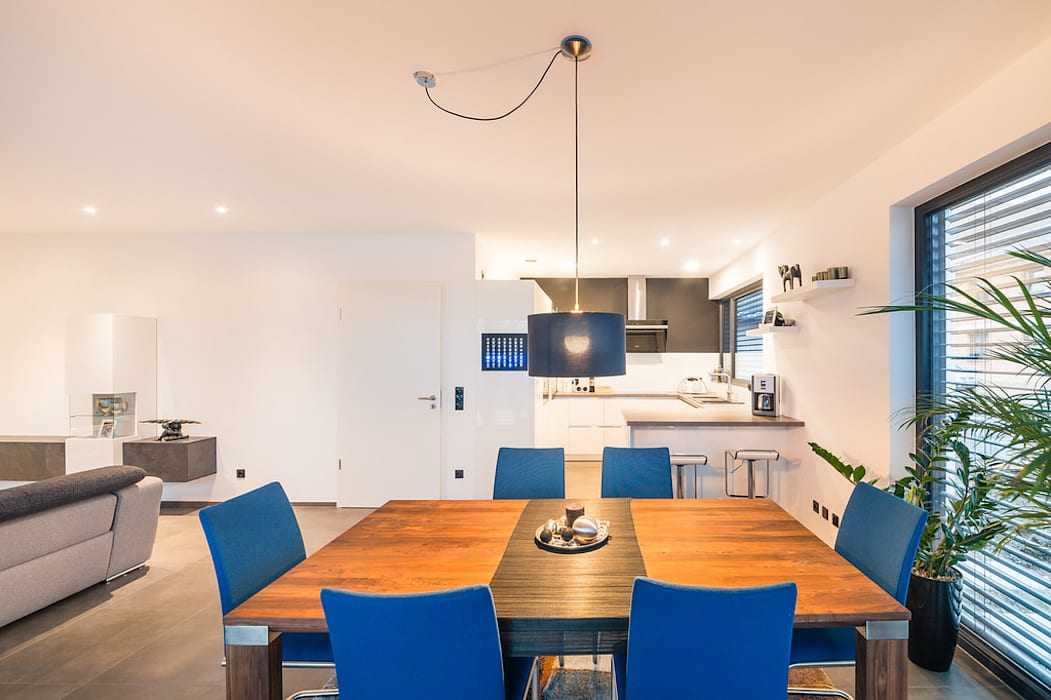 Столовые комнаты в . Автор – Helwig Haus und Raum Planungs GmbH, Модерн