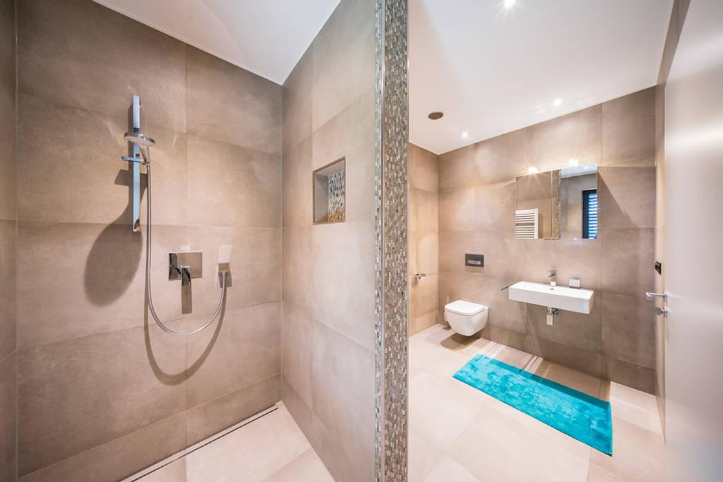 Ванная комната в стиле модерн от Helwig Haus und Raum Planungs GmbH Модерн