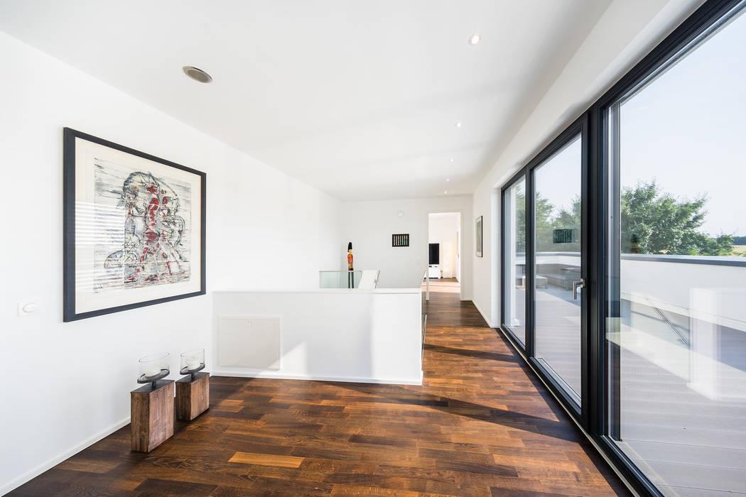 Коридор и прихожая в . Автор – Helwig Haus und Raum Planungs GmbH, Модерн