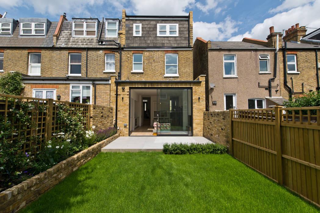 South Park Gardens:  Front garden by Prime Architecture London, Modern Limestone