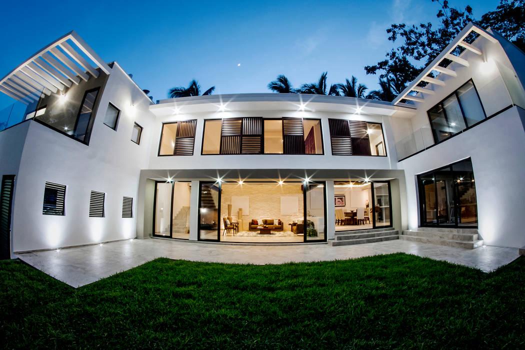 Casas unifamiliares de estilo  por Constructora e Inmobiliaria Catarsis