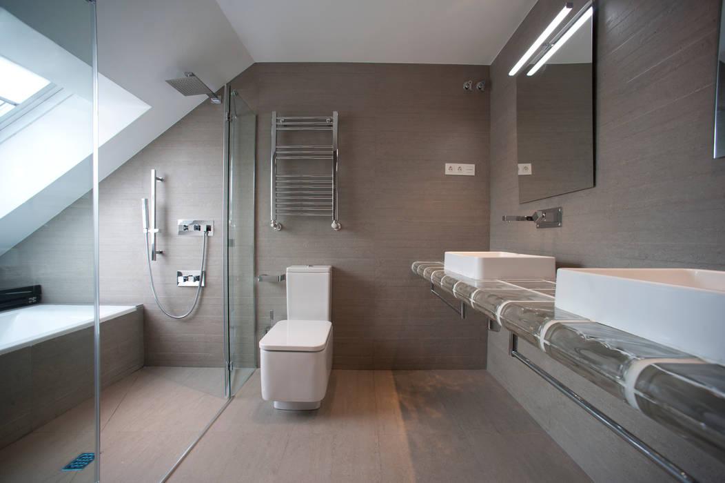 浴室 by Gumuzio&MIGOYA arquitectura e interiorismo, 現代風