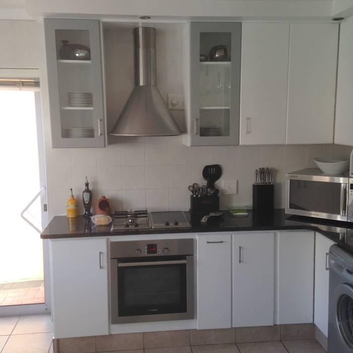 Kitchen Make-over - Harbour Island:  Built-in kitchens by Cape Kitchen Designs
