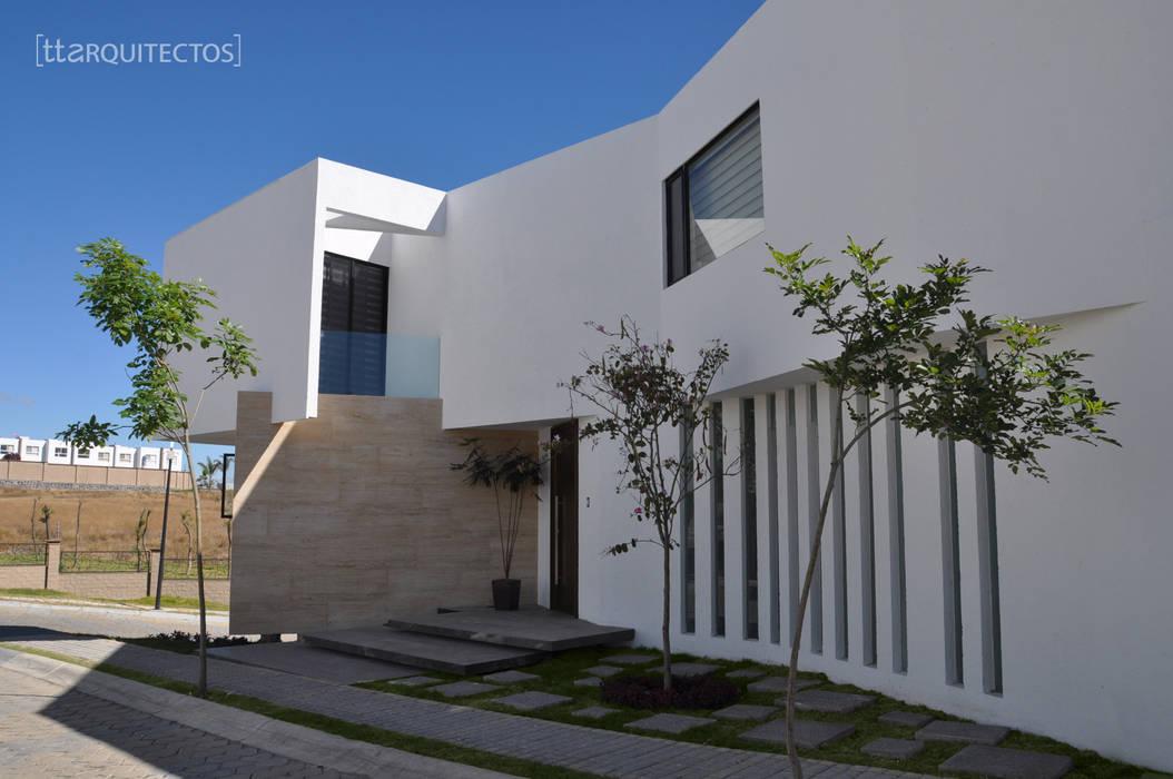 CNC1 [TT ARQUITECTOS] Casas unifamiliares Blanco