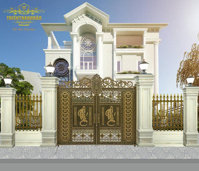 Cổng nhôm đúc chữ phúc:  Biệt thự by Cổng nhôm đúc Thiên Thanh Bảo