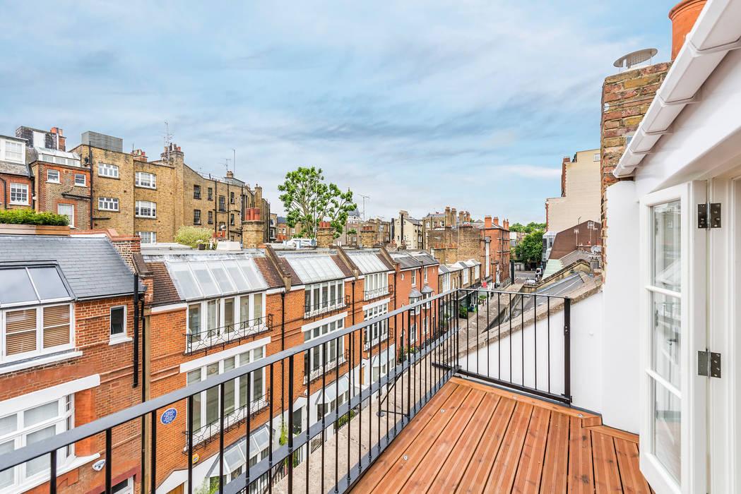 Balcony:  Houses by Prestige Architects By Marco Braghiroli