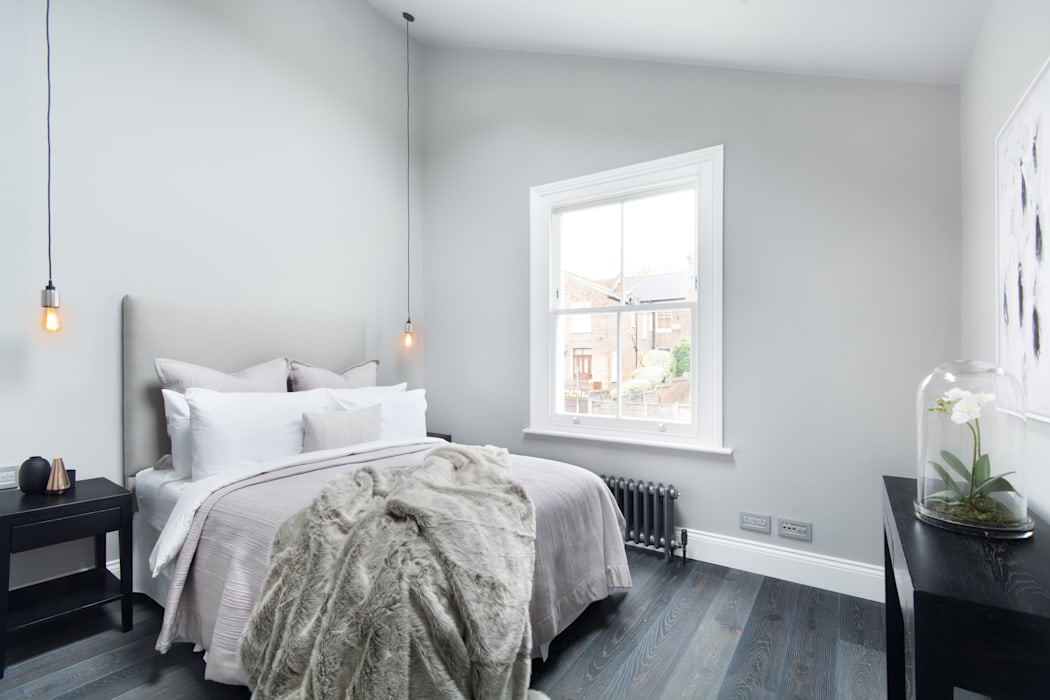 Vaulted Bedroom: modern Bedroom by London Home Staging Ltd