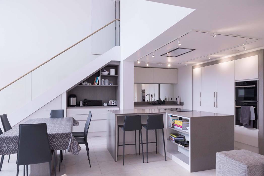 Kitchen Cocinas de estilo moderno de guy taylor associates Moderno