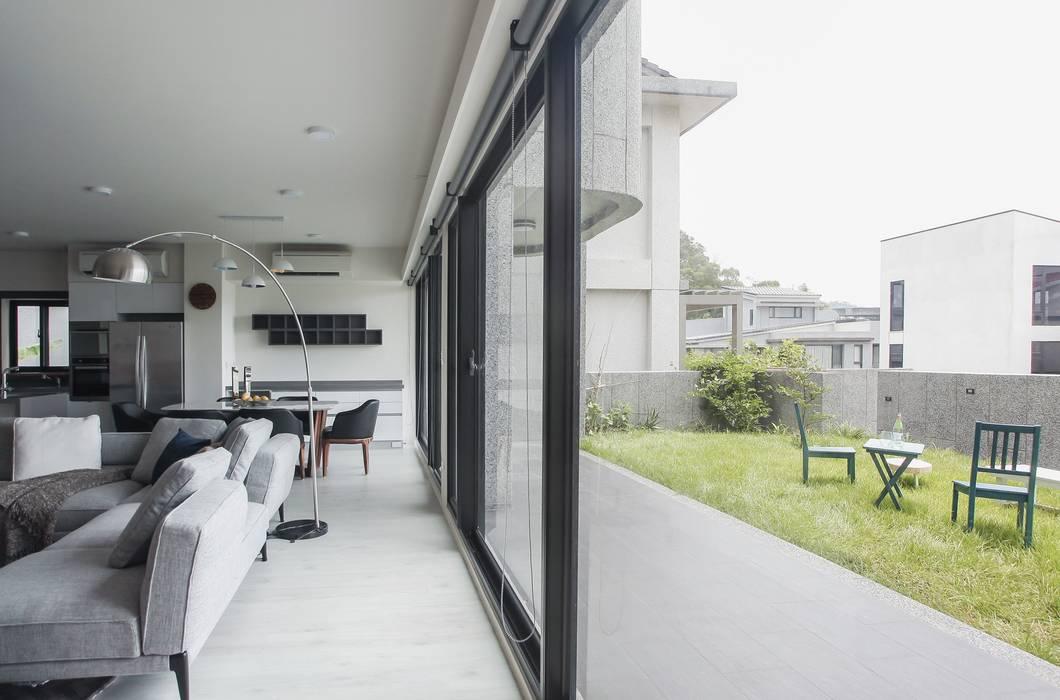 Salon moderne par 行一建築 _ Yuan Architects Moderne