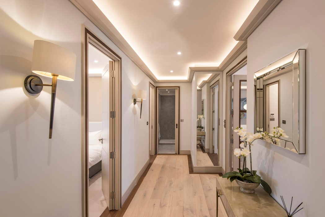 Hall:  Corridor & hallway by Prestige Architects By Marco Braghiroli