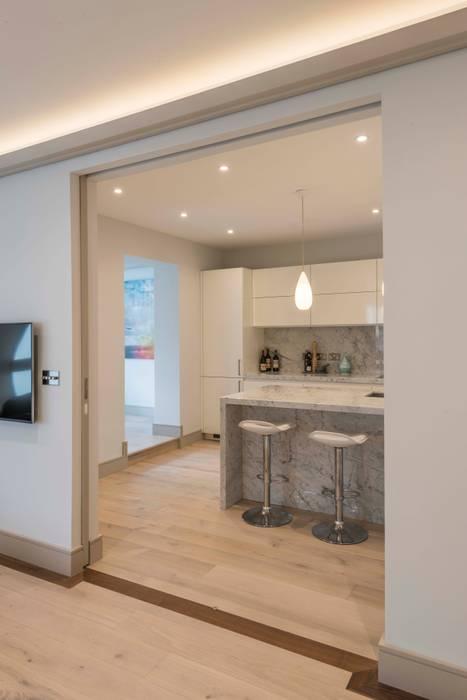 Kitchen:  Kitchen by Prestige Architects By Marco Braghiroli