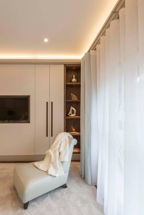 Bedroom: modern Dressing room by Prestige Architects By Marco Braghiroli