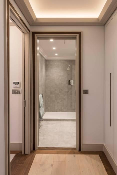 Bathroom: modern Bathroom by Prestige Architects By Marco Braghiroli