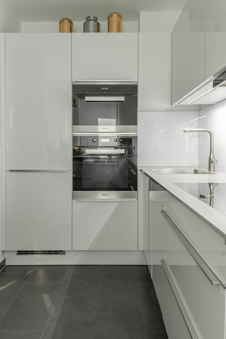 Futuristische küche in u-form von böhm interieur modern ...