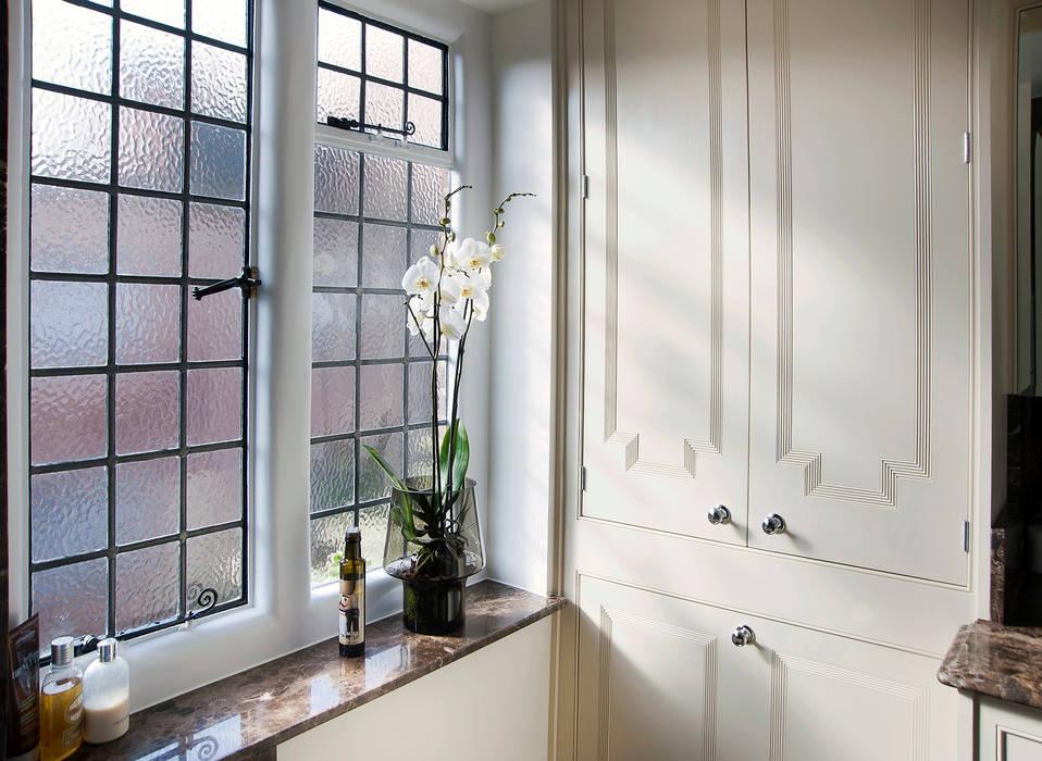 Bathroom: classic Bathroom by Prestige Architects By Marco Braghiroli