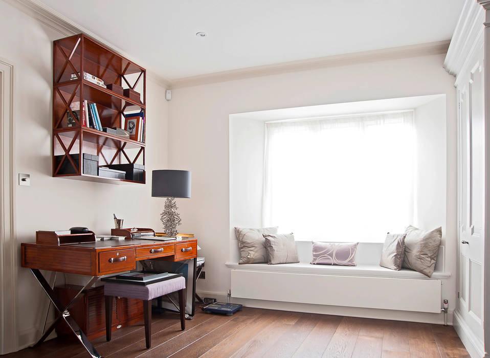 Bedroom:  Bedroom by Prestige Architects By Marco Braghiroli