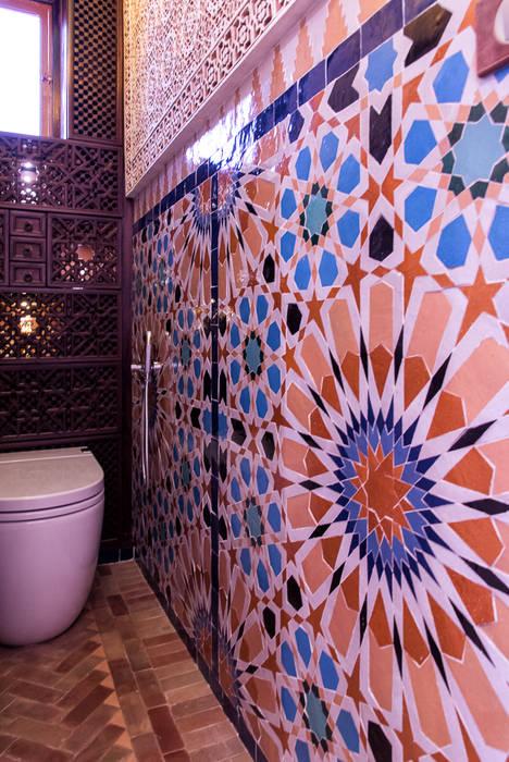 Décoration des toilettes dans le style des 1001 nuits: Salle de bains de style  par Joseph Vithaya