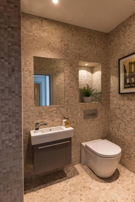 Guest Powder Room:  Bathroom by Prestige Architects By Marco Braghiroli