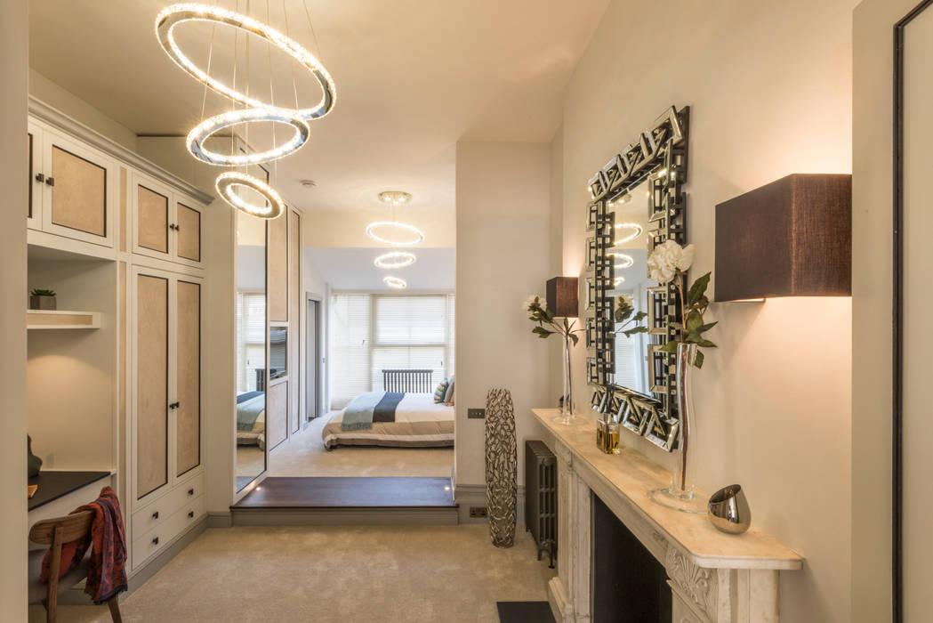 Bachelor Pad - Hyde Park:  Bedroom by Prestige Architects By Marco Braghiroli