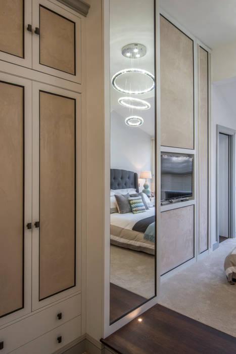Dressing room:  Dressing room by Prestige Architects By Marco Braghiroli