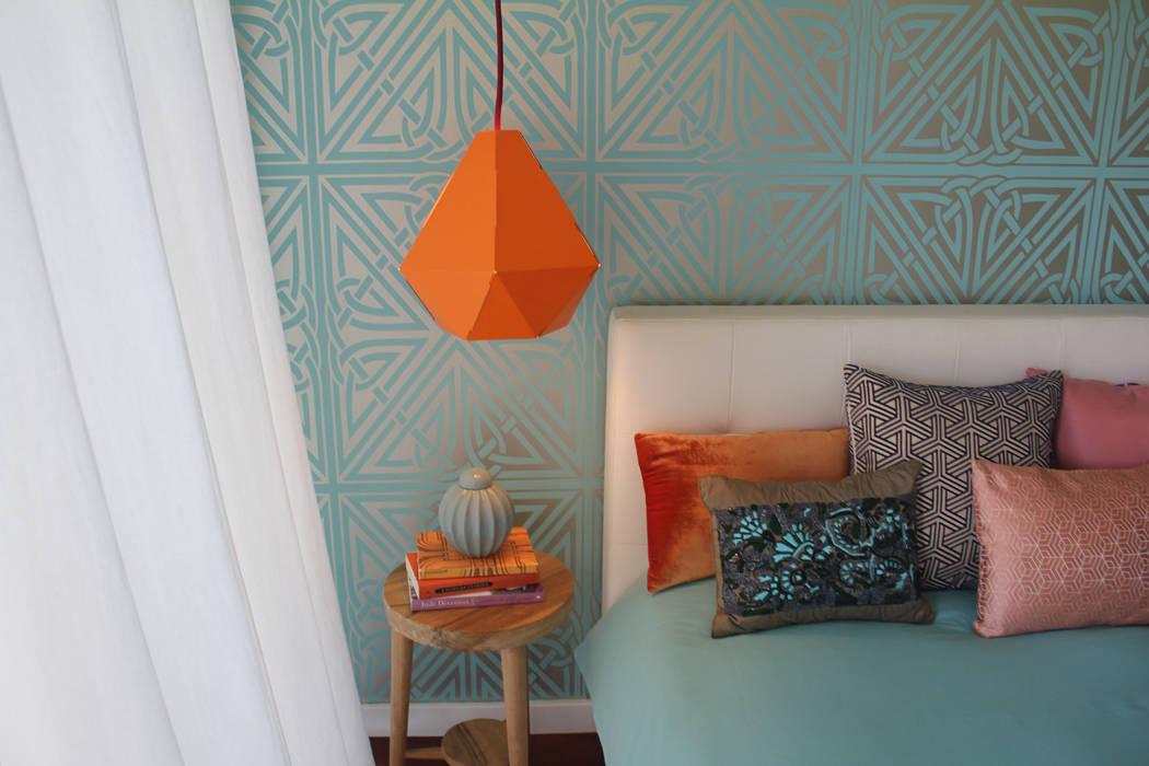 eclectic Bedroom by Tangerinas e Pêssegos