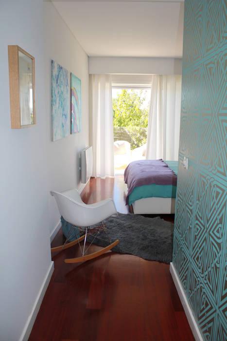 Bedroom by Tangerinas e Pêssegos - Design de Interiores & Decoração no Porto